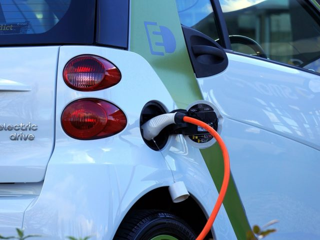 electric-car-1458836_1280